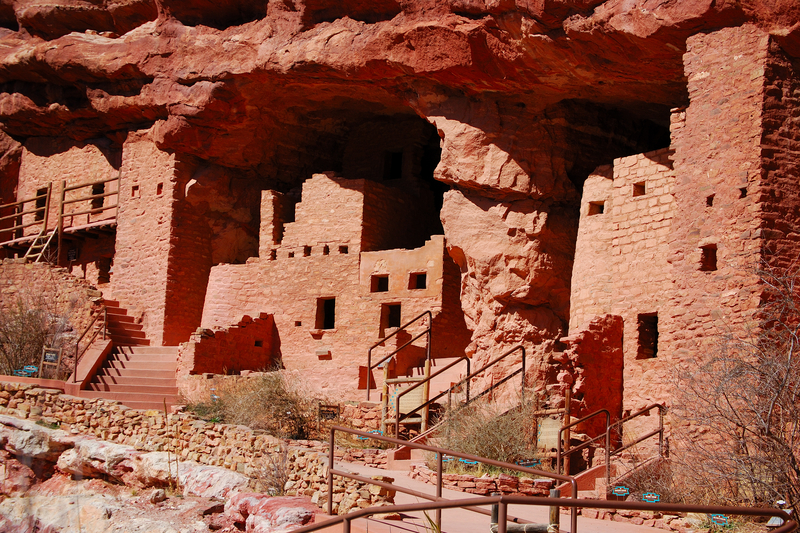 cliff dwellings in Manitou Springs, CO